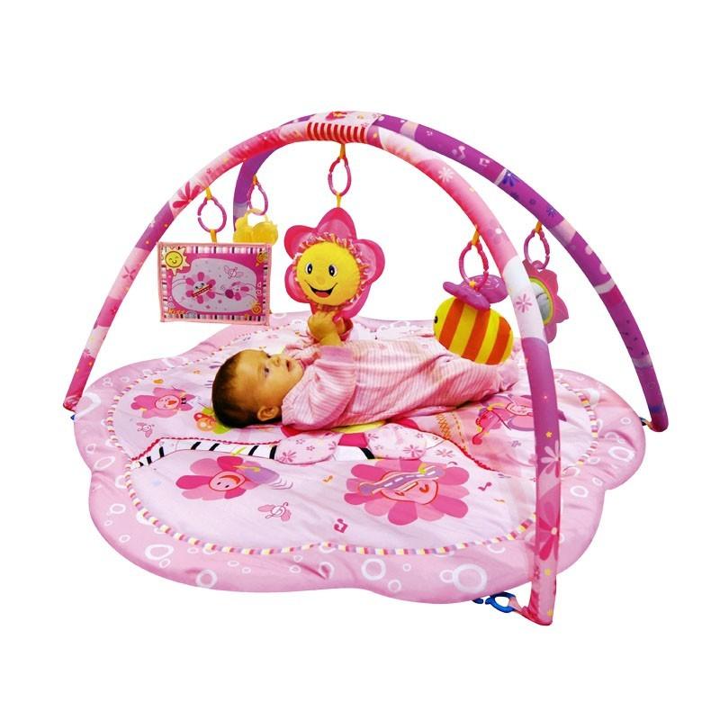tapis d39eveil fleurs rose decoration de chambre bebe With tapis chambre bébé avec vetement fleuri